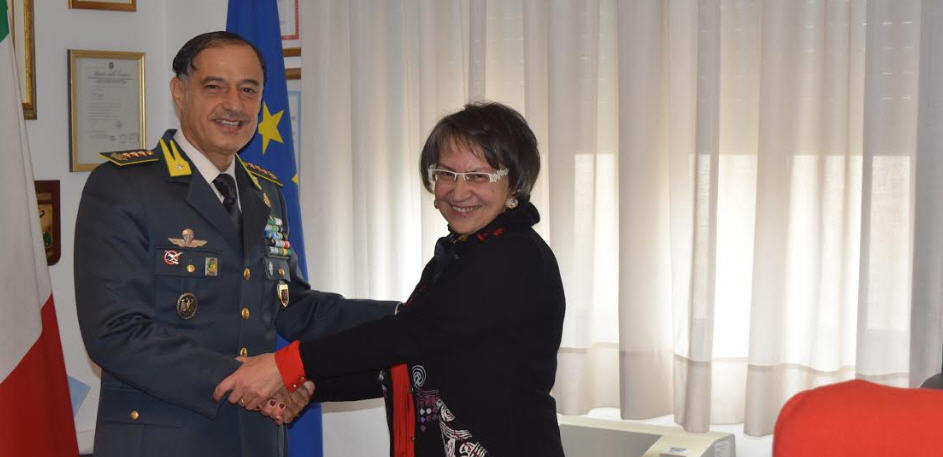 Il prefetto uscente di Enna, Giusi Scaduto, saluta la Guardia di Finanza di Enna