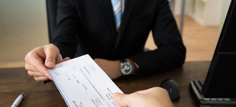 Appello della CNA: verificare con i creditori la copertura degli assegni.
