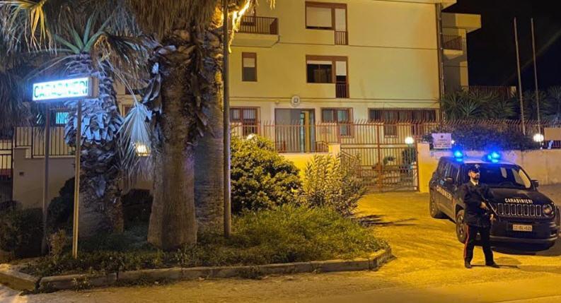 Pasquetta violenta a Pietraperzia: ubriaco aggredisce vicini con una roncola