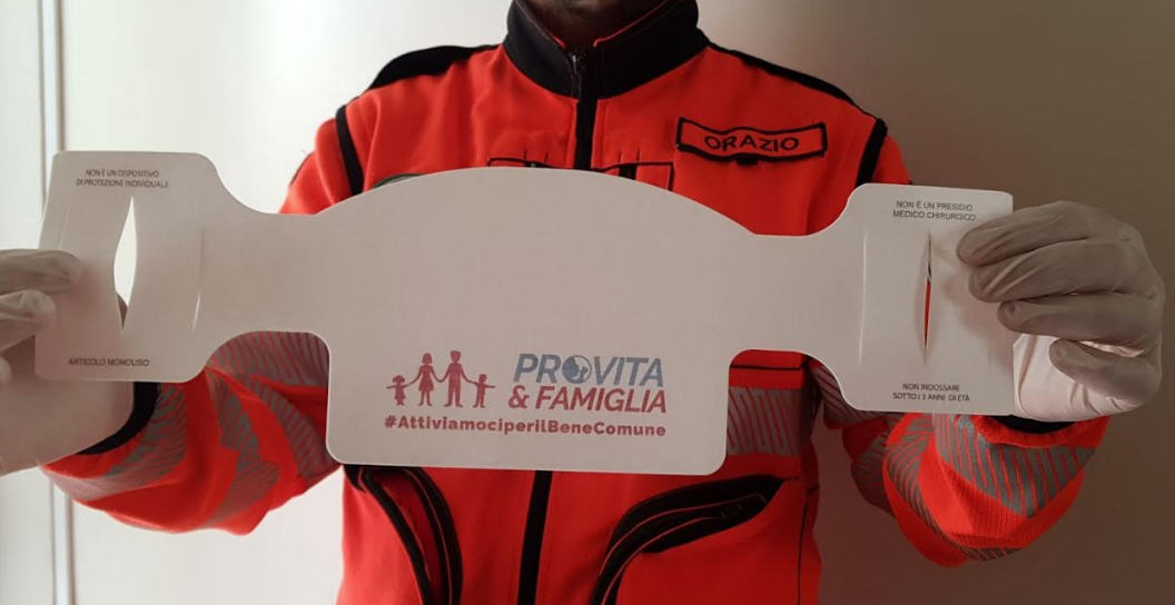 "L'associazione nazionale ""Pro Vita & Famiglia"" dona al comune di Agira 500 mascherine"
