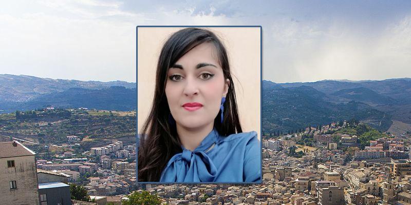 """Agira: consigliere Valenti richiede atti su """"Buoni Spesa"""" e pacchi offerti dell' Outlet"""