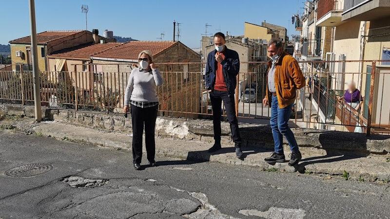 Piazza Armerina – Perdita d'acqua al Casalotto. Intervengono il comitato di quartiere e l'On. Luisa Lantieri