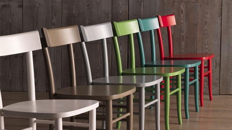 Sedie in legno: eleganti e personalizzabili per una tavola regale