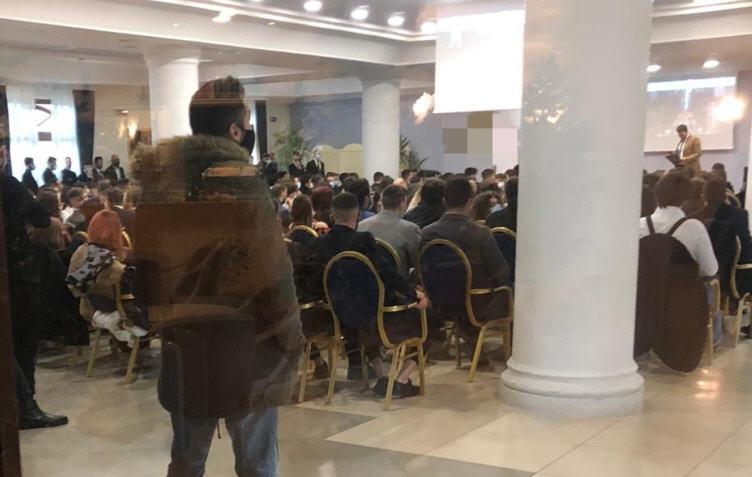 Enna – Congresso non autorizzato: 100 imprenditori multati di Carabinieri