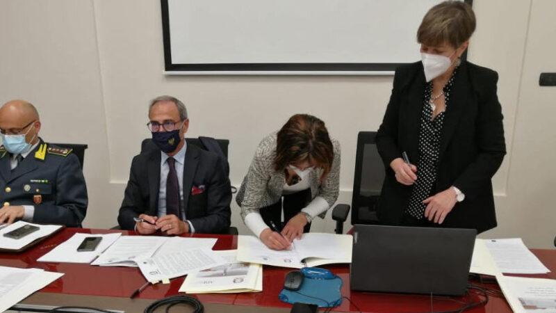 Il Prefetto di Enna, dott.ssa Matilde Pirrera, sottoscrive una serie di protocolli per la sicurezza del territorio