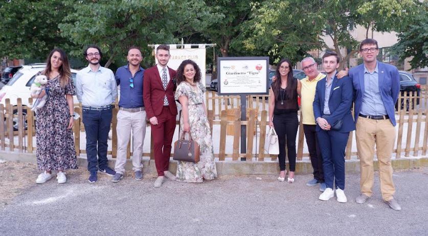 """Piazza Armerina – Il Rotaract Club di Piazza Armerina inaugura un'area di sgambamento per i can dedicata a """"Tigro"""""""