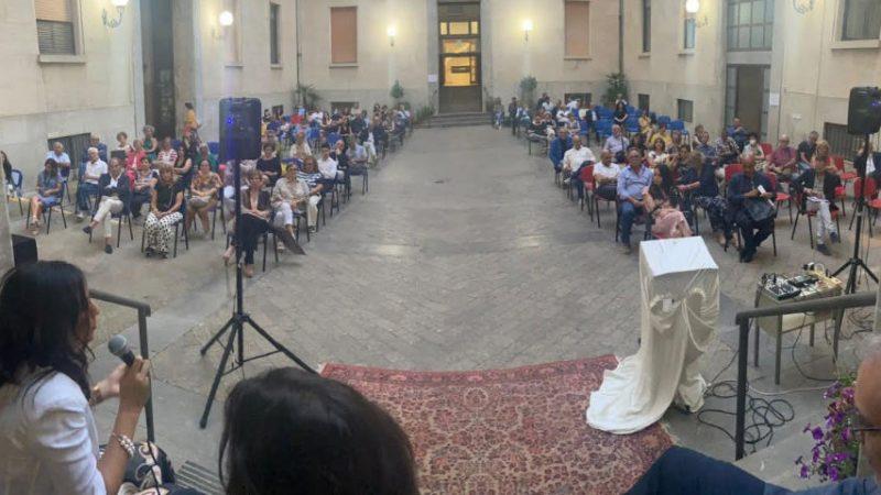 """Davide Vigore presenta il suo romanzo """"Fuorigioco"""" presso la prefettura di Enna,"""