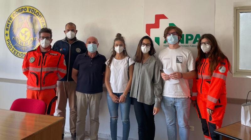 Cinquemila euro di donazione da parte degli ex organizzatori della matricola scientifica al corpo volontari protezione civile Enna